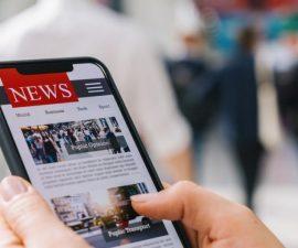 man reads news